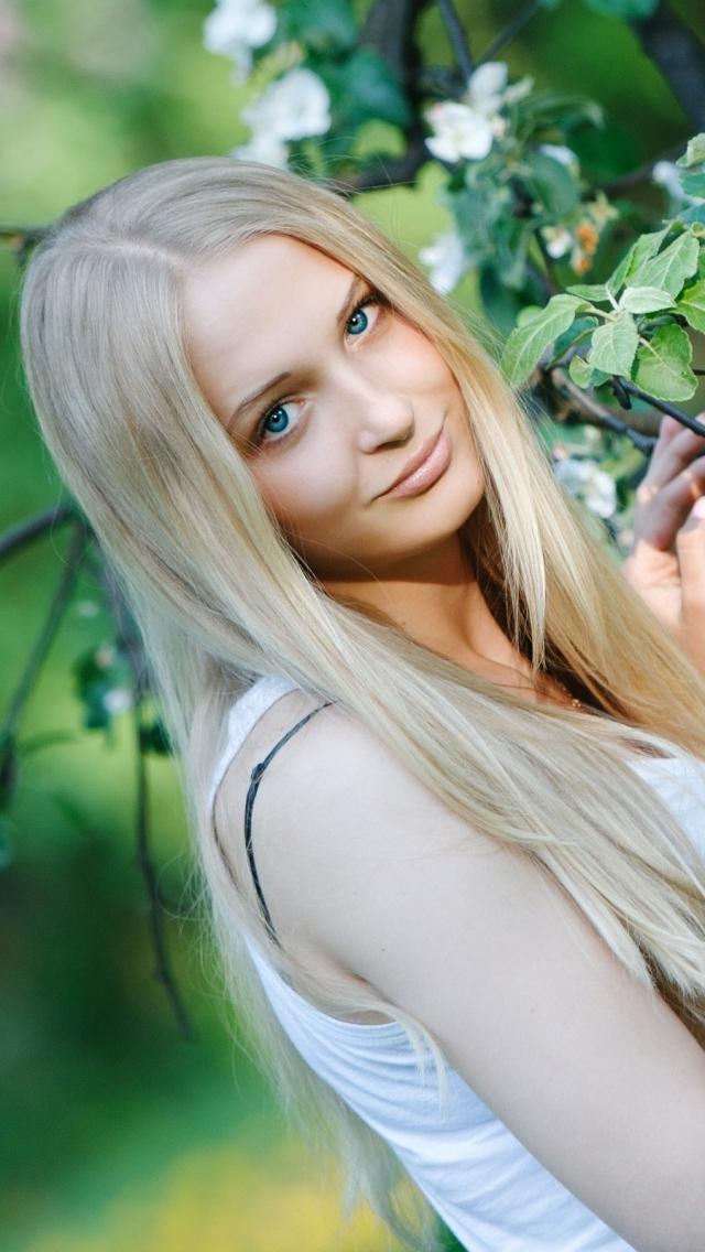 Порно блондинки в кустах сбежит